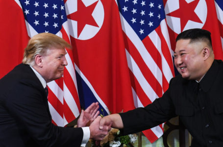 TOPSHOT – US President Donald Trump (L) shakes hands with North Korea's leader Kim Jong Un following a meeting at the Sofitel Legend Metropole hotel in Hanoi on February 27, 2019. (Photo by Saul LOEB / AFP)        (Photo credit should read SAUL LOEB/AFP/Getty Images)